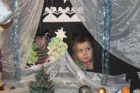 В вертепном театре представление разыгрывается при помощи кукол в специальном ящике.