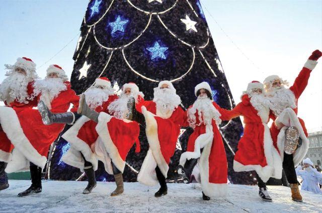 Деды Морозы зажгут на флешмобе у елки