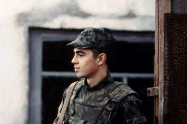 В 1995 году Сергей Бодров-старший снимал в Дагестане картину «Кавказский пленник». Бодров-младший стал исполнителем одной из главных ролей — срочника Вани Жилина — партнёром Олега Меньшикова, который в этом фильме сыграл роль контрактника Александра Ряполова.