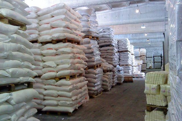 В настоящее время заводы продолжают работы по приемке и переработке сахарной свеклы.