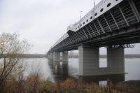 В следующем году обновят дорогу на мосту имени 60-летия Победы.