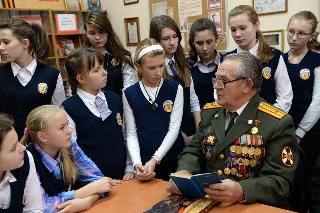 Нынешние школьники не знали своих прадедов, но боль за тех, кто погиб на полях Второй мировой, - генетическая...