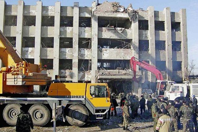Разрушенное здание Дома правительства в Грозном.