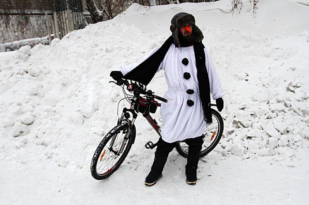 В этом году переодетый снеговик тоже решил принять участие во флешмобе