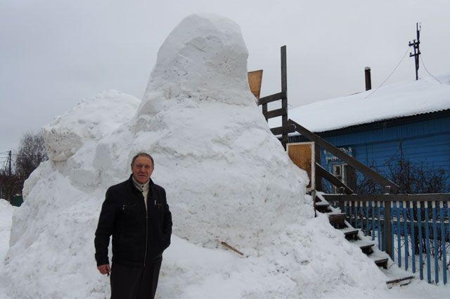 Сергей Марценко планирует закончить работу над снежным изваянием в ближайшие дни