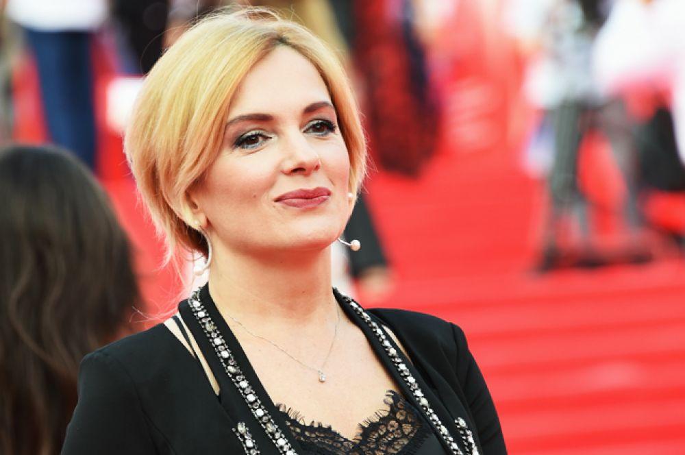 3 февраля года звезда кинофильмов «Ночной дозор» и «Дневной дозор» Мария Порошина стала мамой. Девочку назвали Глафирой.