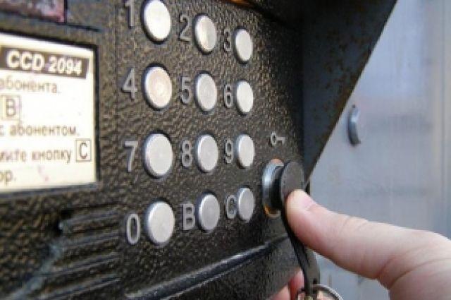 Несовершеннолетний череповчанин сломал 12-ть домофонов электрошокером