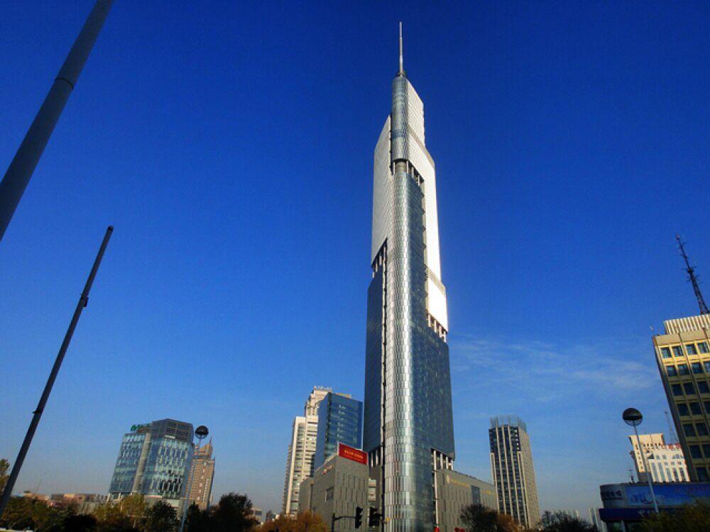 9 место. «Финансовый центр Наньцзин Гринлэнд» (Башня Цзыфэн), Нанкин, 450 метров.