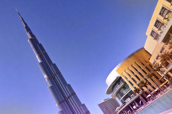 1 место. «Бурдж-Халифа», Дубаи, 828 метров. Это самое высокое когда-либо существовавшее сооружение в мире (до этого рекорд принадлежал упавшей в 1991 году Варшавской радиомачте).