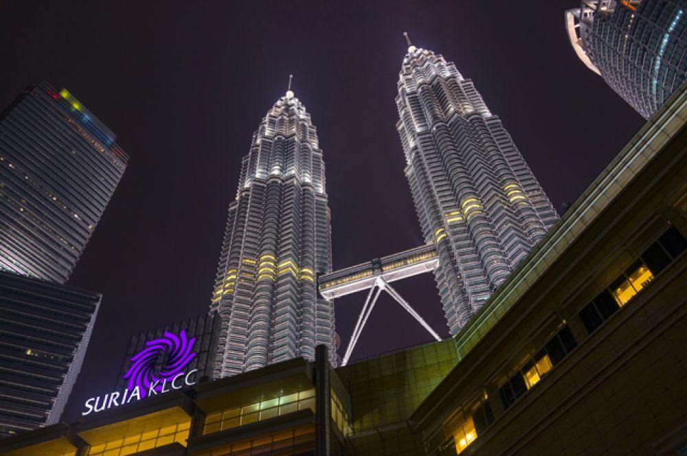 8 место. «Башни Петронас», Куала-Лумпур, 451 метр. Это самые высокие башни-близнецы в мире с 1998 года по настоящее время.