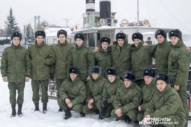 СМИ: в российской армии упразднили «офицеров-сержантов»