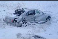 Водитель Toyota Camry выехал на встречную полосу и столкнулся с Honda Partner