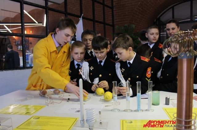 Детские технопарки «Кванториум» - это площадки, где дети в проектном формате решают реальные задачи по перспективным естественно-научным и техническим направлениям.