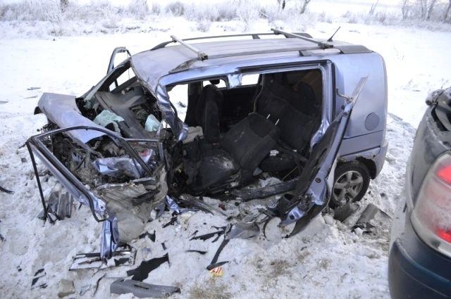 В Новосибирской области в ДТП со смертельным исходом попали два легковых автомобиля.