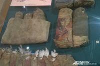рядом с могилой шорцы и телеуты закапывали специальную погребальную куклу - вместилище для души «сюне».