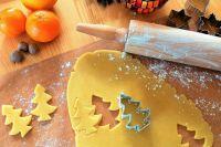 В Новый год ёлочка может быть не только в комнате, но и на столе - в виде ароматного печенья.