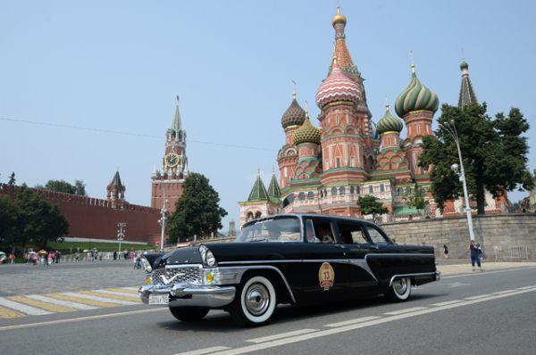 В 1959 году «ЗИМ» сменила элегантная «Чайка» ГАЗ-13, продержавшаяся в производстве свыше двух десятилетий.