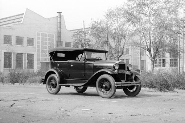 В декабре того же года началась сборка легкового автомобиля ГАЗ-А с открытым 5-местным кузовом «фаэтон», лицензионной копии американского Ford-A.