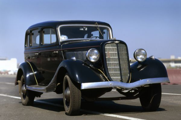 В мае 1936 года начался серийный выпуск 4-дверного 5-местного седана ГАЗ-М-1, легендарной «Эмки». Этот автомобиль стал самой массовой довоенной советской легковой моделью.