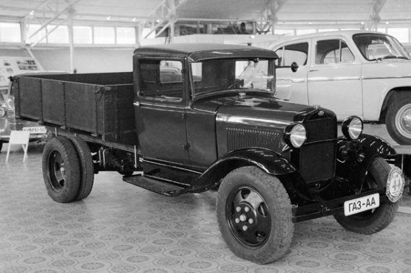 Нижегородский автомобильный завод вступил в строй 1 января 1932 года и в этом же году с его конвейера сошёл первый 1,5-тонный грузовик НАЗ-АА (с 1933 года — ГАЗ-АА).