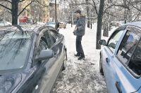 За парковку на тротуаре придётся заплатить штраф - от 1 до 3 тысяч рублей.
