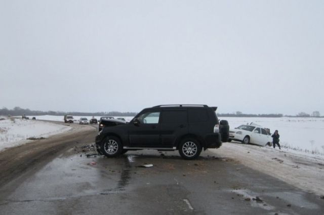 Под Бугурусланом в ДТП с «ВАЗом» и «Mitsubishi» пострадал мужчина