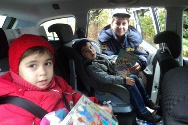 Нарушителям грозит штраф за неправильную перевозку детей.