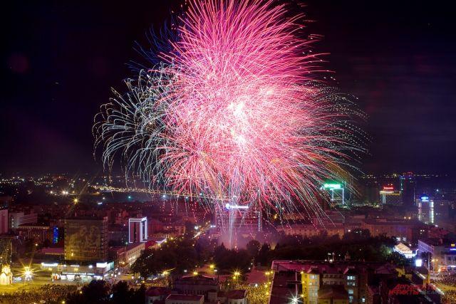 Сразу в нескольких районах города встретят Новый год салютами