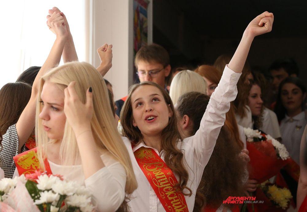 25 мая в школах Челябинска прозвучал последний звонок.
