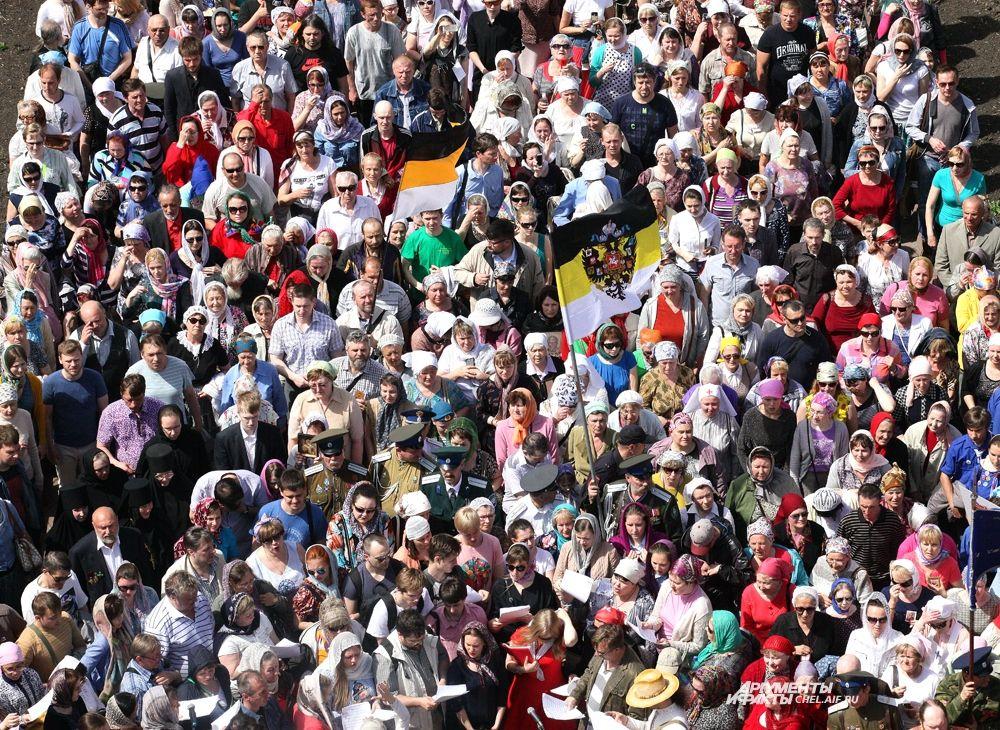 24 мая Русская Православная Церковь празднует память святых равноапостольных Кирилла и Мефодия-создателей славянской письменности. Челябинцы прошли крестным ходом в память о святых.