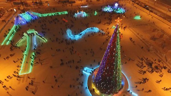 Ледовый городок будет работать ежедневно с 10 до 23 часов, в будни – с 12 до 23 часов.