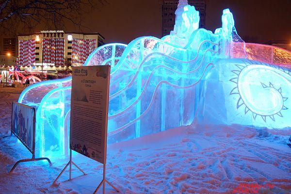 Общий объём льда, использованный для строительства зимнего комплекса, превысил 2 тысячи кубических метров.