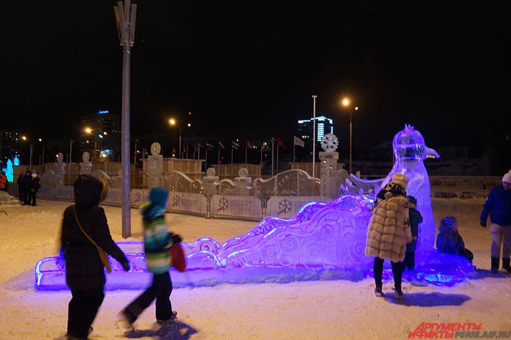 Автором проекта выступила театральный художник, член Союза художников России Лариса Каменских.