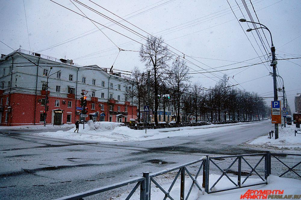 Так, Комсомольский проспект от самого начала и до конца практически пустой.