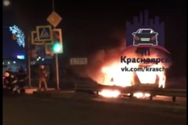 ВКрасноярске водворах наШахтеров сгорел автомобиль