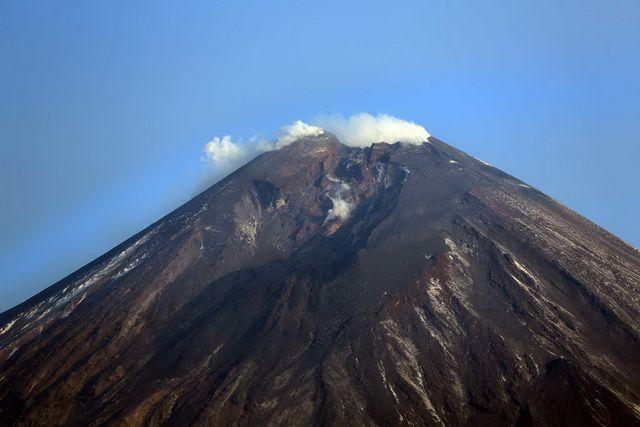 Вулкан Ключевской выбросил столб пепла вышиной 5 километров