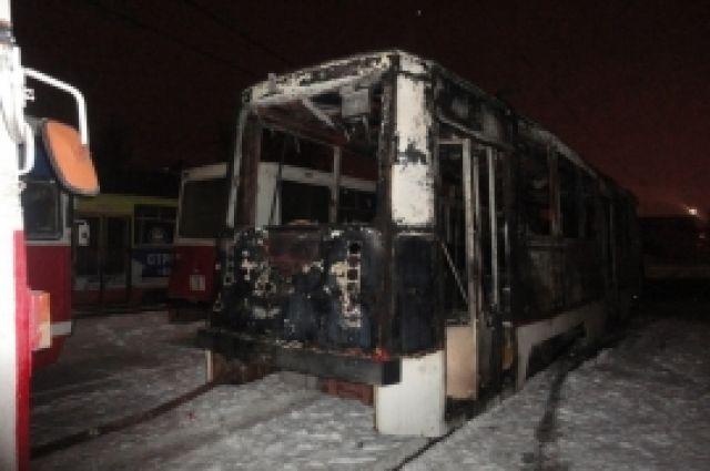 Утром вОмске сгорел трамвай