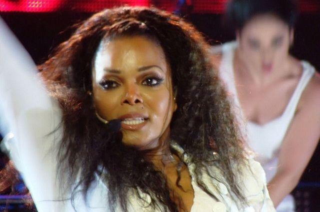 Сестра Майкла Джексона родила в50 лет