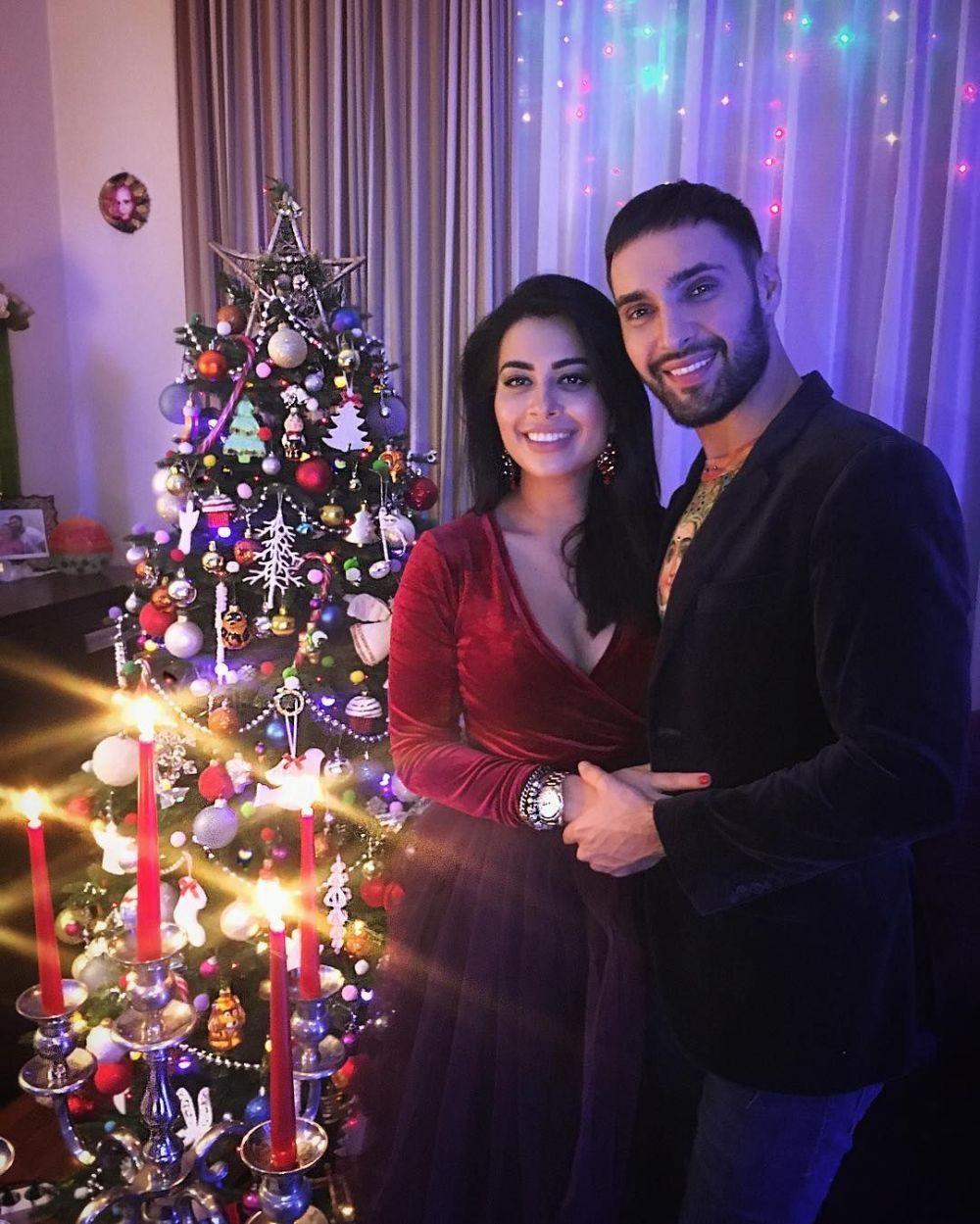 Виталий Козловский решил отметить Новый год в уютной обстановке дома со своей девушкой