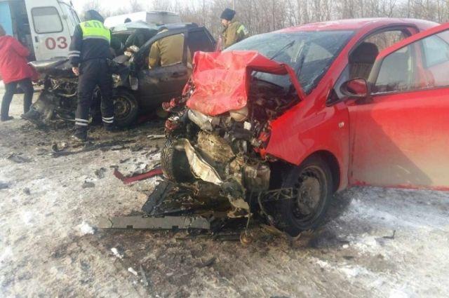 Смертельное ДТП под Самарой: погибли женщина идевочка, пятеро в клинике