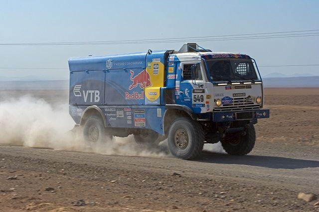 Коломы одержал победу 1-ый этап «Дакара» среди фургонов, Николаев— шестой