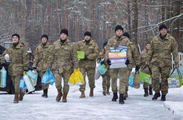 Приятно видеть, что наши воины несут такое количество подарков детям