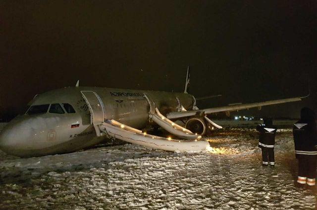 По факту ЧП с самолетом в аэропорту Калининграда возбудили уголовное дело.