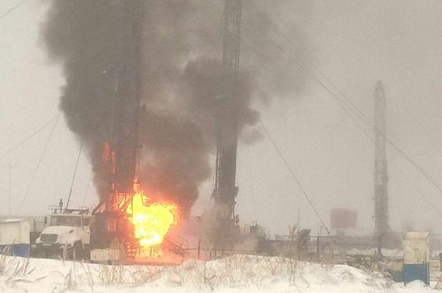 Газонефтяная скважина пылает вОренбургской области
