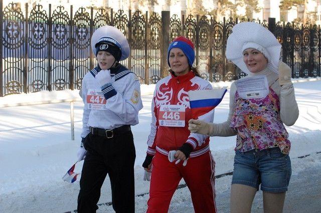 Полумарафон сопровождается карнавалом костюмов.
