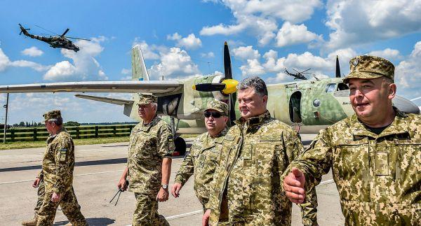 А это фото Порошенко характеризует его, как настоящего Главного командующего
