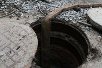 Ребенок упал в открытый канализационный люк