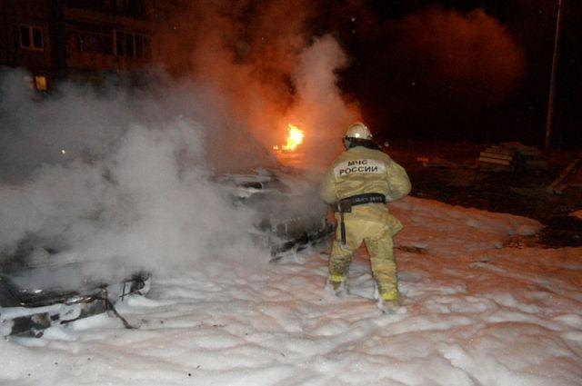 В настоящее время выясняются обстоятельства и причина возгорания.