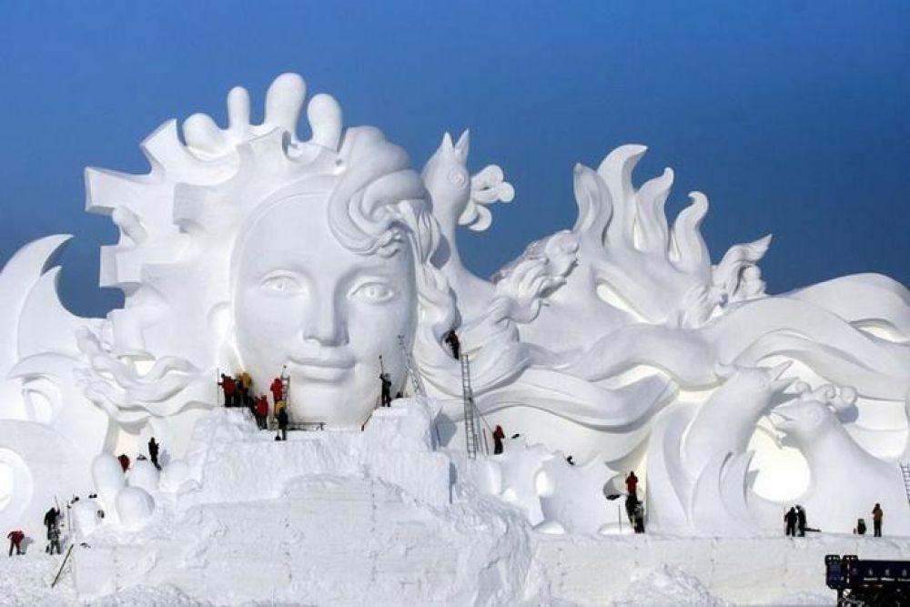 Вот умеют же удивлять весь мир. И все это из снега!