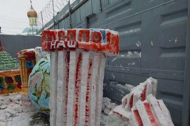 Колонна из снега в ИК № 12 в честь взятия Алеппо
